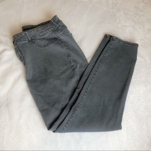 2/$20 Maurice's Gray Skinny Pants Large Short
